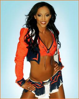 Denver Broncos Cheerleader Lindsey Dudley