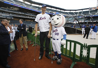 Sultan Kosen and Mr. Met