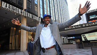 Amare Stoudemire signs with the Knicks