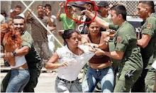 Perros de presa de la dictadura agrediendo a estudiantes