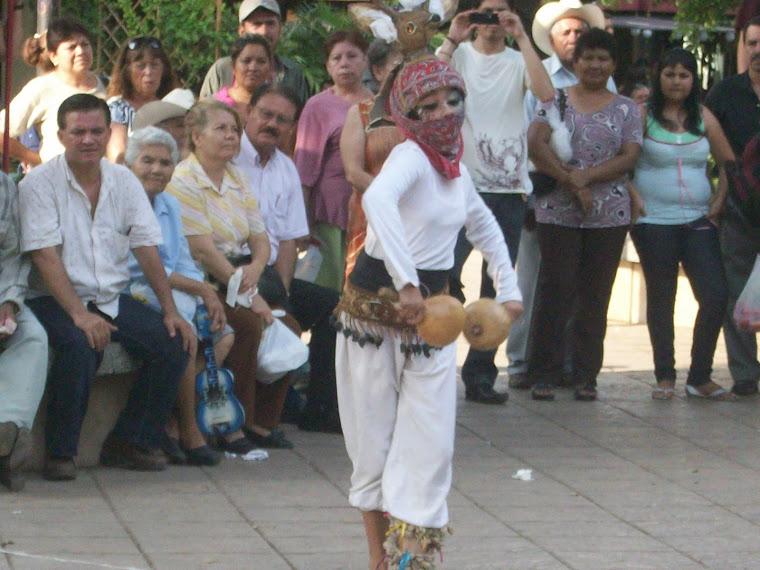 Versión femenina de la danza del venado
