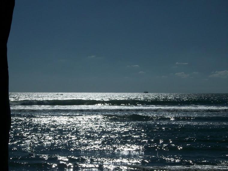 Atardecer a la orilla del Oceano Pacífico