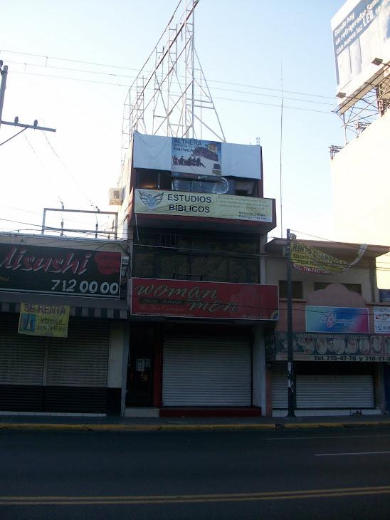 Entre el infierno y el cielo por la avenida Obregón, pleno centro de Culiacán, Sinaloa.
