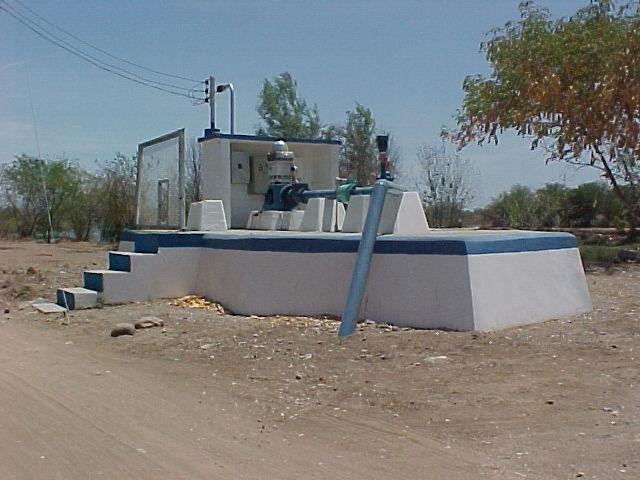 Antigua toma de agua en la orilla del Río Humaya