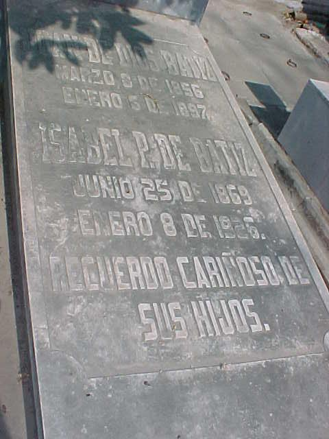 Tumba del Ingeniero Juan de Dios Batiz Paredes en el panteón San Juan Nepomuceno de Culiacán