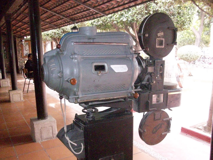 Proyector de películas que se utizaban en los cines del valle del Río San Lorenzo