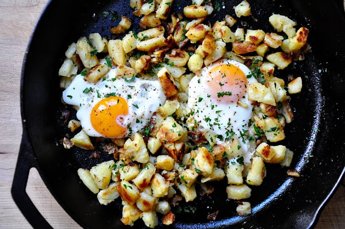 the parsley thief: Skillet Eggs & Potatoes