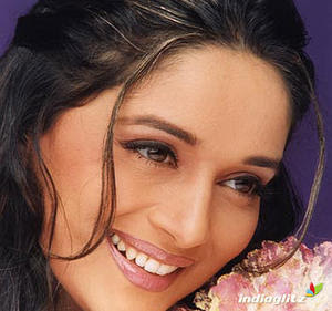Hot Pretty Celebrity Actress Madhuri Dixit