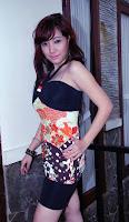 gambar Dewi Saphira foto cantik dan seksi