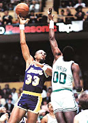 Kareem shoots over the Chief