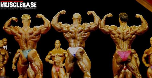 Mr Olympia 2010 - Página 2 Jay+Cutler,+Ronnie+Coleman,+Kevin+Levrone+at+the+2001b+Mr.+Olympia