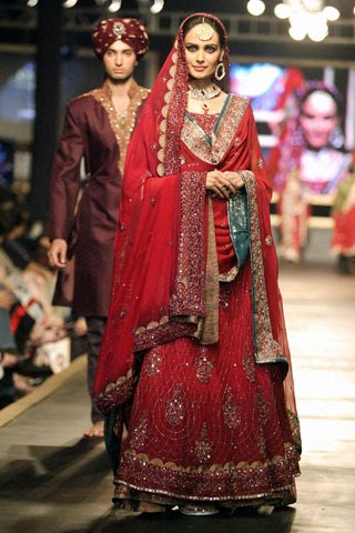 lajwanti at bridal couture week 9 wwwGlamourhuntworldBlogspotcom - Bridal Dresses Collection