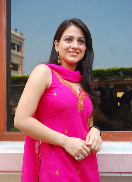 aksha in test pink dress aksha smooth lips