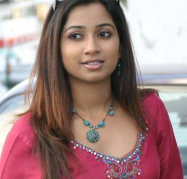 Hot Dusky Shreya Ghoshal Pics