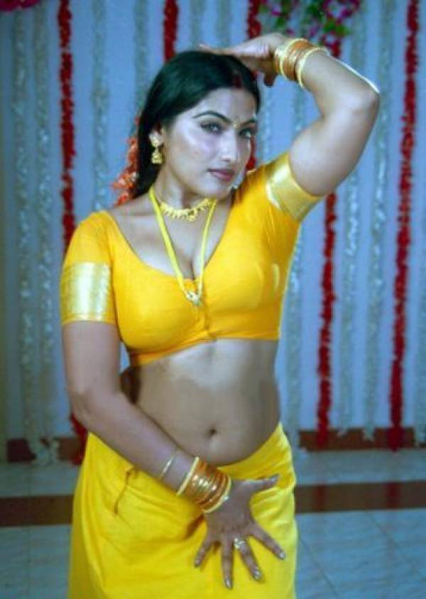 Desi Aunty Show Big Navel With