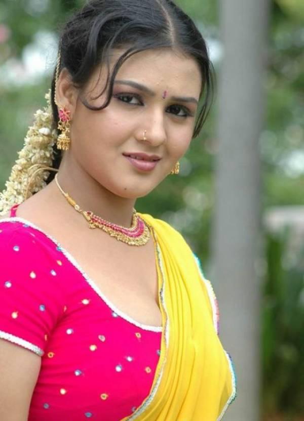 Celebrity Hot Picture: Jyothi Krishna Spicy Slizzing ...