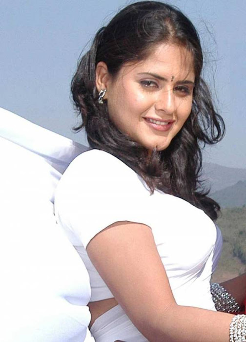 mallu aunty white saree ing her very tight blouse seeing big photo gallery