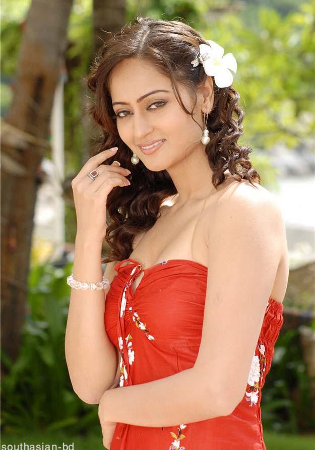, Kaveri Jha Sexy in Her Garden