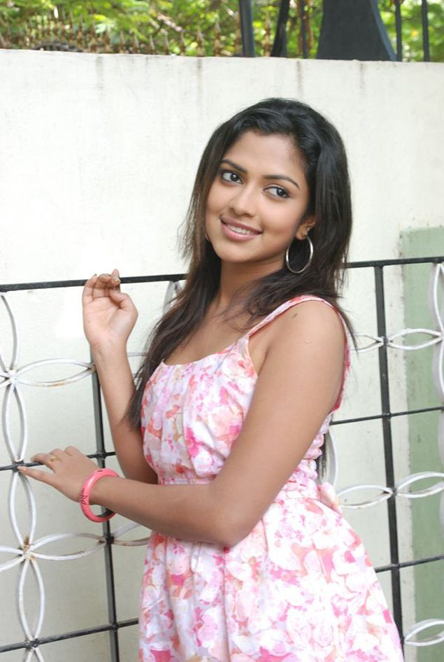 Amala Paul  Tamil actress latest photos hot picture cute pics movie stills navel show gallery wallpapers