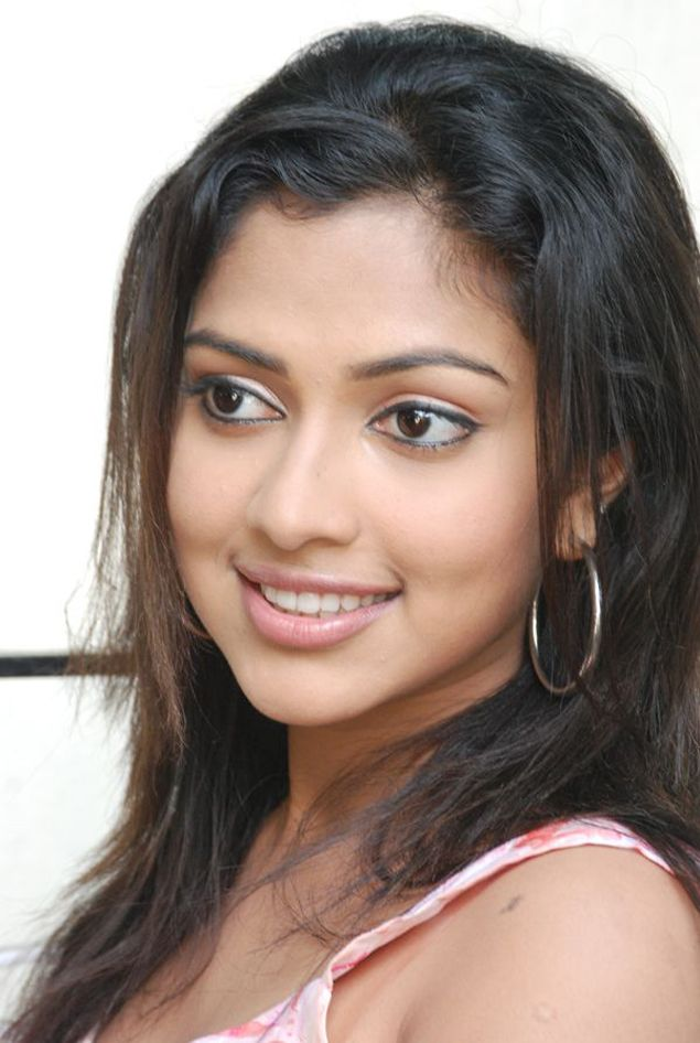 Amala Paul  Tamil actress latest photos hot picture cute pics movie stills navel show gallery navel show