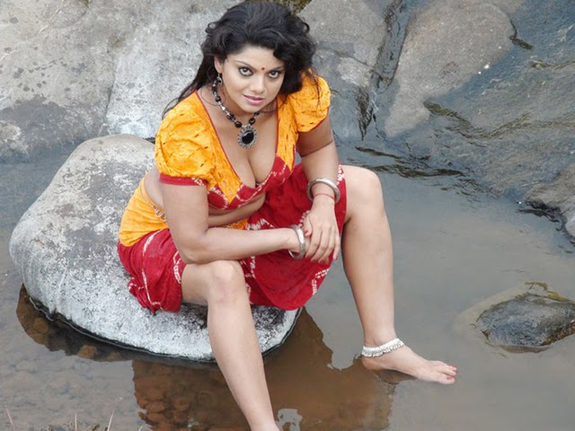 Swathi Varma - Kollywood Aunty In Devathasiyin Kadhai Hot Movie Stills