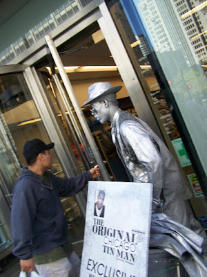 Chicago Tin Man is silver from head to toe... silver face, silver clothes, silver shoes, silver hands... silver OOPS!