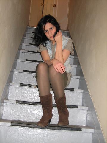 veste de jeans(zara), collant(H&M), robe(magasin inconnu) et bottes(Olivia)