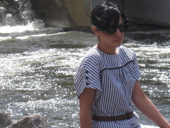 robe(Zara), ceinture(vintage), lunette(Ray Ban) et sandales(La Squadra)