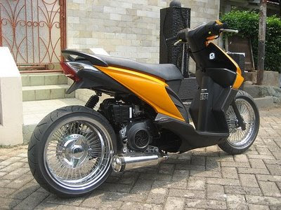 Honda Beat modifikasi Honda Beat Ban Tapak lebar Retro 2011 Kanlpot Racing Modif