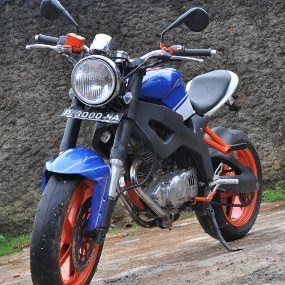 Suzuki Thunder 250 cc Street Fighter Modifikasi Motor Juara