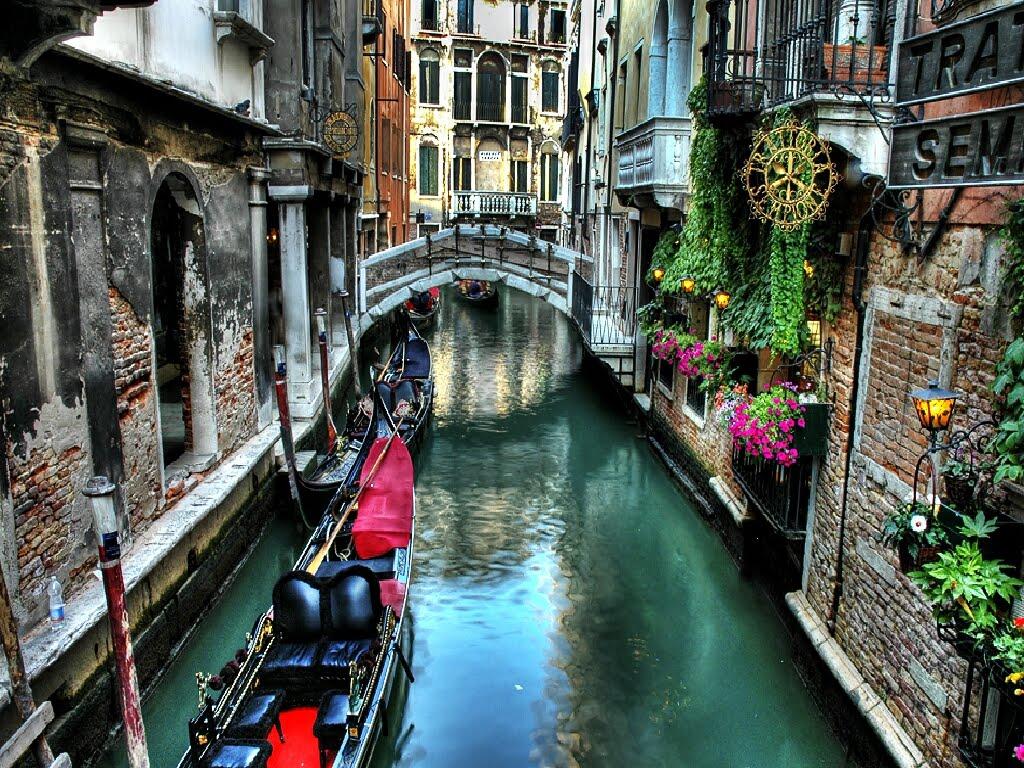 http://3.bp.blogspot.com/_mGkoANc7fi0/TRon8zl7fII/AAAAAAAAAvw/TGDCLiAXChU/s1600/Venice_Canal_Wallpaper_b08ew.jpg