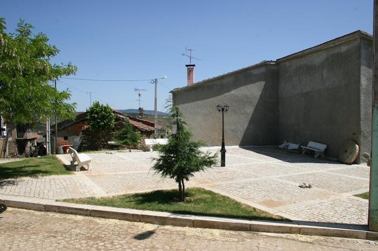 VILARINHO DE LOMBA-------VINHAIS-----PORTUGAL