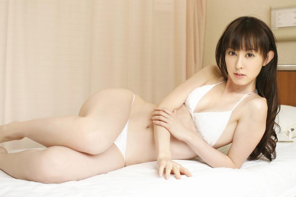 http://3.bp.blogspot.com/_mL74gvvafpo/TNROVNT4lyI/AAAAAAAAHrE/PqUD8zpEixA/s1200/rina+akiyama+white+dress+white+bed07.jpg