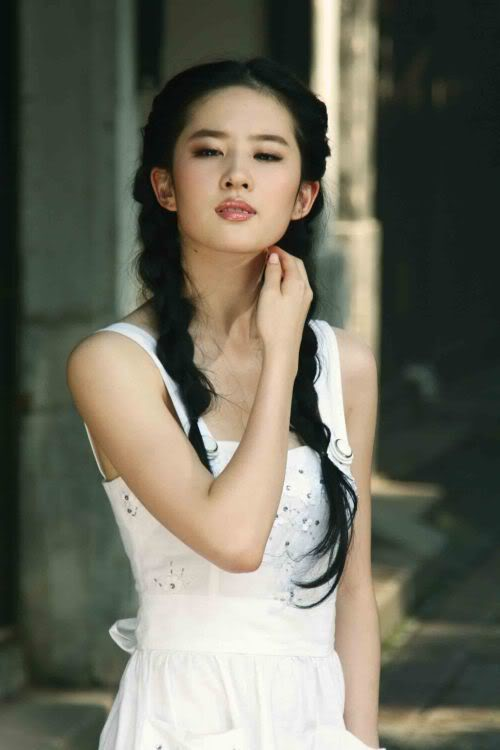Chinese Actress Liu Yi Fei Photos and Biography