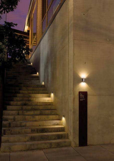 Casas minimalistas y modernas artefactos led para exterior for Apliques de led para escaleras