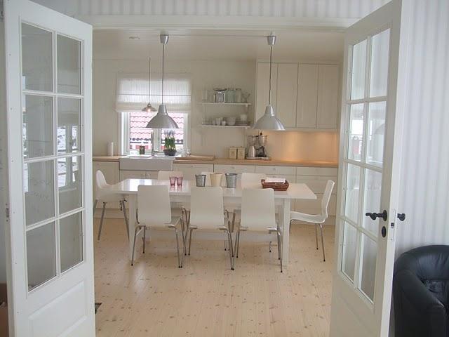 Interior sweet design mesas antiguas sillas modernas for Sillas antiguas tapizadas modernas