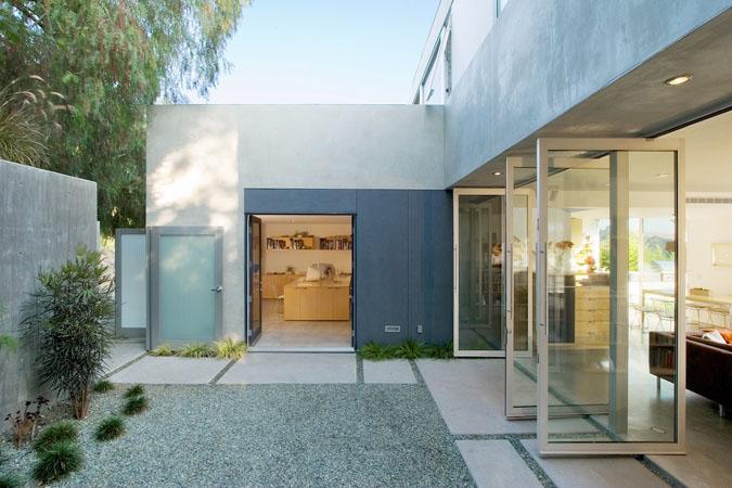 Casas minimalistas y modernas patios actuales today for Patios minimalistas modernos