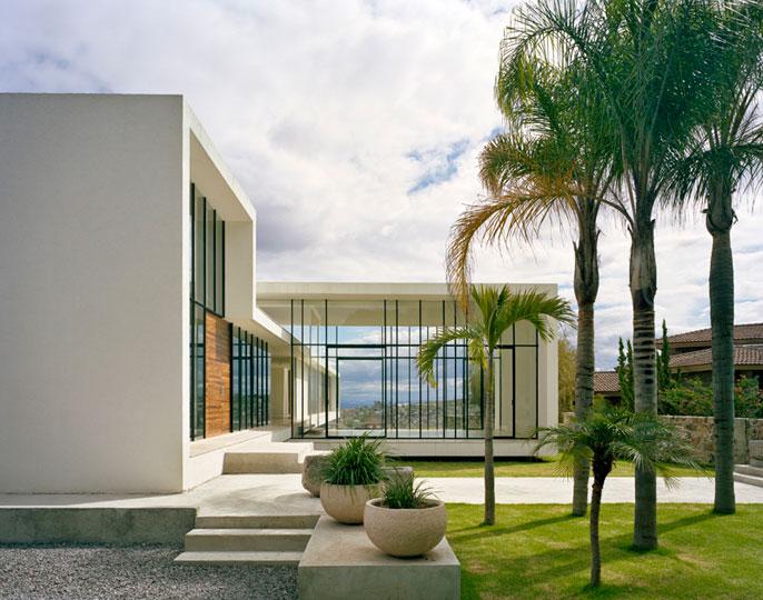 Casas minimalistas y modernas jardin minimalista nueva for Fotos de jardines de casas modernas