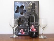 Caixa de presente com 1 vinho grande e 2 taças