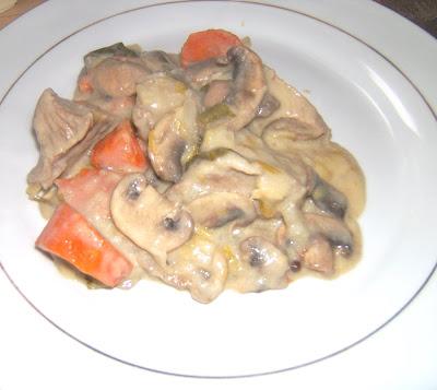 Estofado de ternera blanca a la antigua (blanquette de veau)