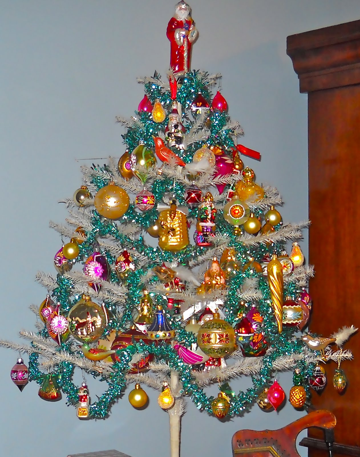 Knickerbocker Style Design A Victorian Aluminum Christmas Tree