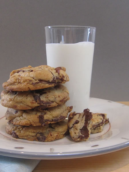 http://3.bp.blogspot.com/_mNvHxRCjYHs/S8TZcIL7jyI/AAAAAAAAAEQ/n03lCF_TCiM/s640/cc_cookies_milk.jpg