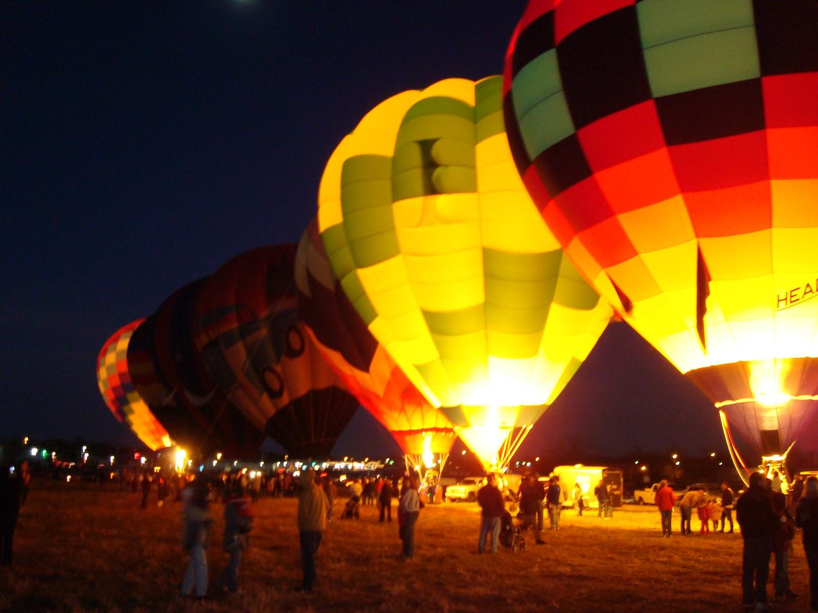 Best Wallpaper Night Hot Air Balloon - Balloon+Night  Picture-841479.JPG