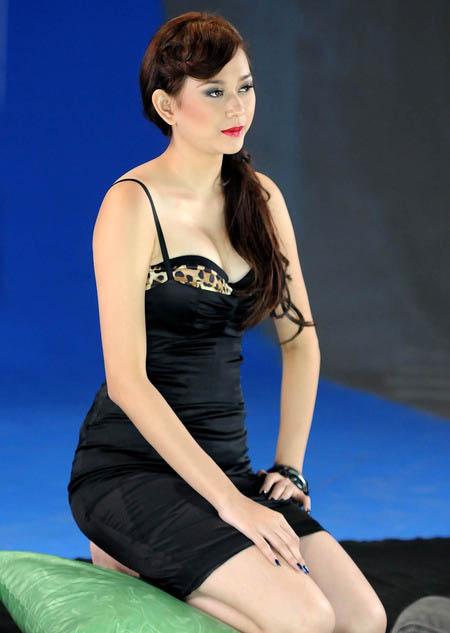 CEWEK SEXY: Aura Kasih sexy photos Behind the Scene