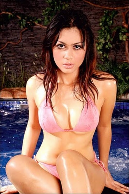 CEWEK SEXY: Hot Pink Bikini Nira Amartha