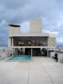 La piscine, sur le toit de la cité radieuse
