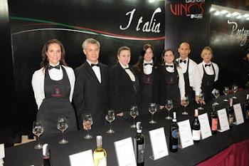 Presidiendo el Servicio de los vinos de ITALIA
