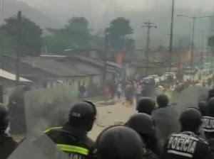 http://3.bp.blogspot.com/_mUX-LFDt9YY/TJFmE0CMN4I/AAAAAAAAAII/SXMjvMvCUkc/s400/Enfrentamiento_policias_mineros.J.JPG