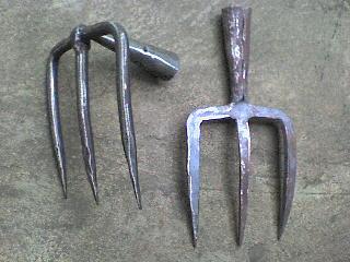 alat pertanian garuk dan garpu