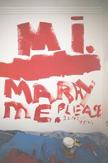 pedido de casamento na parede de casa